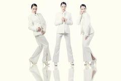 Modellera i vit Arkivfoto