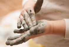 Modellera leratoy för liten flicka royaltyfri fotografi