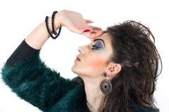 Modellera med blont hår, sminket, gräns flår Royaltyfria Bilder