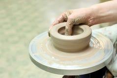 Modelleringsklei Met de hand gemaakte pot Geschilderd glaswerk Stock Foto