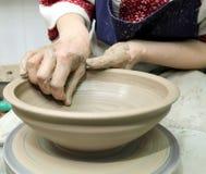 Modelleringsklei Met de hand gemaakte pot van klei Het fluitje Stock Foto