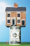 Modellhus på rulle av $100 anmärkningar Royaltyfri Foto