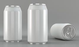 Modelli bianchi della latta di bevanda su fondo luminoso Fotografia Stock Libera da Diritti
