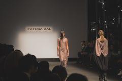 Modelli che camminano la pista alla caduta di Fatima Val/coll di inverno 2015/16 Immagini Stock Libere da Diritti