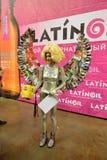 Modelli con i capelli e le ali del popcorn dalle riviste nella zona A della foto Fotografie Stock Libere da Diritti