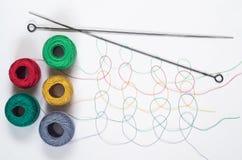 Modelli dei dai fili colorati multi con i grovigli Fotografie Stock
