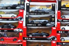 Modelli dell'automobile che mostrano al negozio Fotografie Stock Libere da Diritti