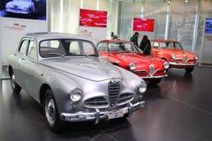 Modelli di Alfa Romeo 1900, di Giulietta Sprint e della berlina su esposizione al museo storico Alfa Romeo fotografia stock