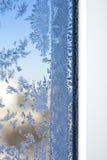 Modelli di inverno sulla finestra Immagini Stock