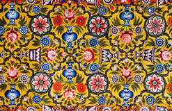 Modelli floreali sul murale variopinto Fotografie Stock
