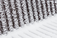 Modelli geometrici astratti su un banco nevoso Immagine Stock