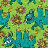Modelli i dinosauri verdi ed i fiori correnti su un fondo verde Fotografia Stock