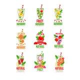 Modelli originali di logo con i vetri delle bevande fresche Succo di frutta sano Frullato organico Bevanda naturale e saporita Immagine Stock Libera da Diritti