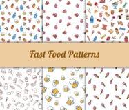 Modelli senza cuciture disegnati a mano variopinti degli alimenti a rapida preparazione determinati Fotografie Stock