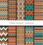 Modelli senza cuciture a strisce tribali illustrazione vettoriale