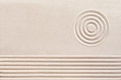 Modelli spirituali semplici in Zen Garden giapponese Immagini Stock Libere da Diritti
