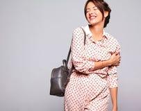 Modelli in vestiti casuali dell'estate senza trucco in studio Fotografia Stock Libera da Diritti
