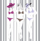 Modelli in vestiti di bagno su una priorità bassa a strisce illustrazione di stock