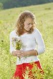 Modello abbastanza teenager all'aperto fotografia stock libera da diritti