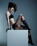 Modello alla moda con l'acconciatura Fotografia Stock Libera da Diritti