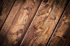 Modello astratto delle gocce di pioggia sul bordo di legno Fotografie Stock Libere da Diritti