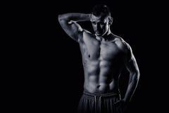 Modello atletico di forma fisica dell'uomo Fotografia Stock