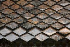 Modello bagnato delle mattonelle di tetto Immagini Stock