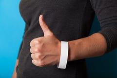 Modello bianco del braccialetto di evento di carta, progettazione di polsino Polso dell'identificazione, adesivo fotografia stock libera da diritti