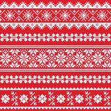 Modello bianco del ricamo piega ucraino su fondo rosso Fotografie Stock Libere da Diritti
