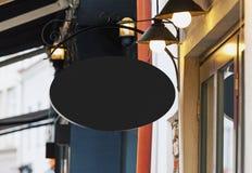 Modello in bianco del segno del ristorante con lo spazio della copia fotografie stock libere da diritti