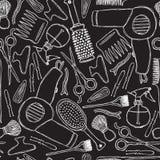 Modello in bianco e nero senza cuciture con gli strumenti dei parrucchieri royalty illustrazione gratis