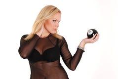 Modello biondo con la sfera 8 Fotografia Stock