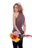 Modello biondo dolce con un mazzo del fiore Fotografia Stock Libera da Diritti
