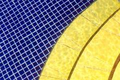 Modello blu e giallo con la geometria differente - cellula e semicerchio Fotografie Stock Libere da Diritti