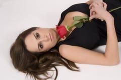 Modello brasiliano con una Rosa Immagini Stock Libere da Diritti