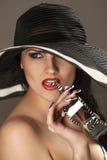 Modello in cappello fotografie stock