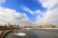 Modello circolare sul ghiaccio, nel fiume, inverno Fotografie Stock Libere da Diritti