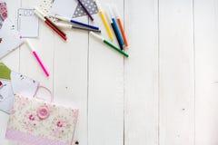 modello con il blocco note e la matita Immagini Stock