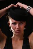 Modello con il braccialetto del diamante Fotografia Stock