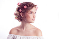 Modello con l'acconciatura delicata floreale Fotografia Stock