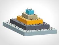Modello con la gente di affari sulla piramide Fotografia Stock