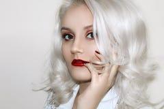 Modello Cute Make di Brunnete della donna delle donne della ragazza bello su fotografia stock libera da diritti