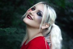 Modello Cute Make di Brunnete della donna delle donne della ragazza bello su fotografie stock