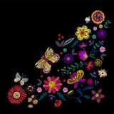 Modello d'angolo etnico del ricamo con i fiori e la farfalla semplificati royalty illustrazione gratis