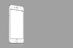Modello d'argento di iPhone 7 di Apple su fondo grigio solido con lo spazio della copia Fotografie Stock Libere da Diritti