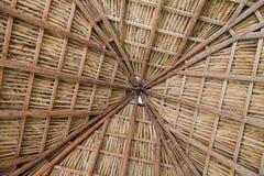 Modello dei bordi di legno e della paglia sul soffitto Cuba, Varader Fotografie Stock Libere da Diritti