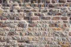 Modello dei mattoni e delle pietre alla vecchia parete di medio evo, Magdeburgo, Germania fotografie stock libere da diritti