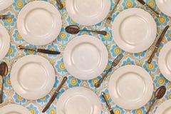 Modello dei piatti di cena d'annata, dei coltelli, delle forchette e dei cucchiai Immagine Stock Libera da Diritti