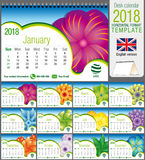 Modello 2018 del calendario del triangolo dello scrittorio con progettazione floreale astratta Dimensione: 21 cm x 15 cm Formato  fotografie stock