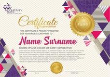 Modello del certificato con il modello elegante e moderno poligonale di stile, illustrazione vettoriale